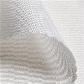 Baumwollsatin weiß, 185 cm Reststück mit Flecken ca. 56 cm von Kante, volle Breite